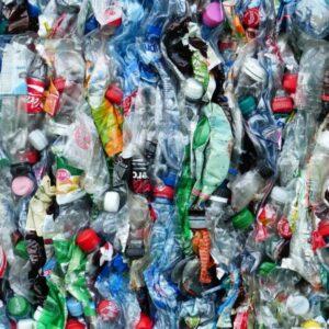 Foto botellas de plástico listas para reciclar